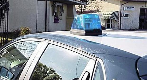 Ubriaco al volante: si schianta e distrugge cinque auto parcheggiate