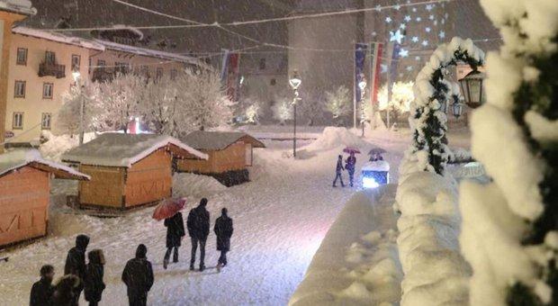 Bolidi che sfrecciano. «Il vero lusso a Cortina è attraversare la strada»
