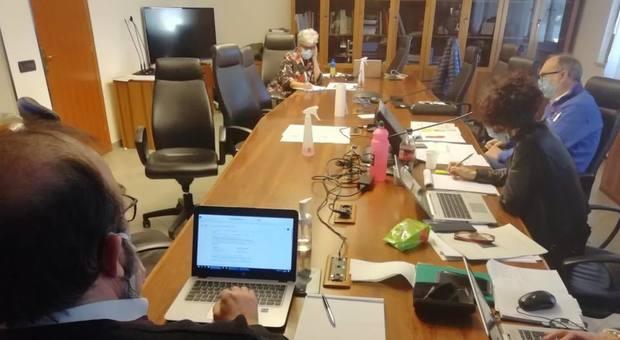 Una riunione nella sala operativa della Protezione civile del Friuli Venezia Giulia a Palmanova
