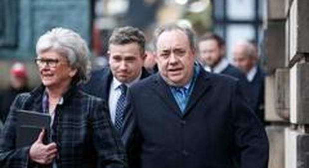 L'ex premier scozzese Salmond arriva in tribunale
