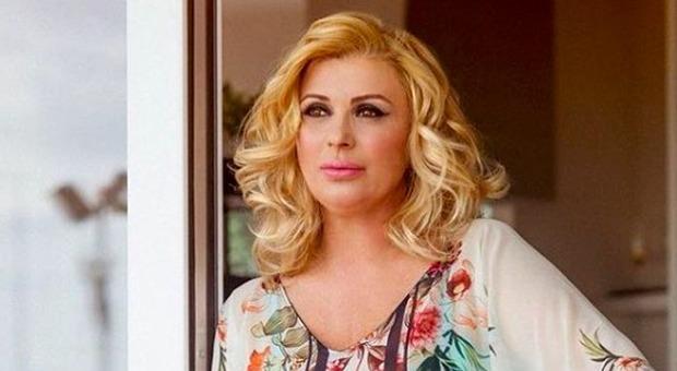 Tina Cipollari, l'indiscrezione: «Potrebbe sposarsi tra tre mesi, sta organizzando tutto in segreto»