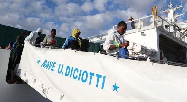 Migranti, verso Catania nave Diciotti con oltre 900 migranti