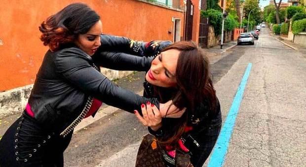 Manila Gorio e Francesca Giuliano, botte dopo Pomeriggio 5: «Paga i danni per avermi strappato i capelli»