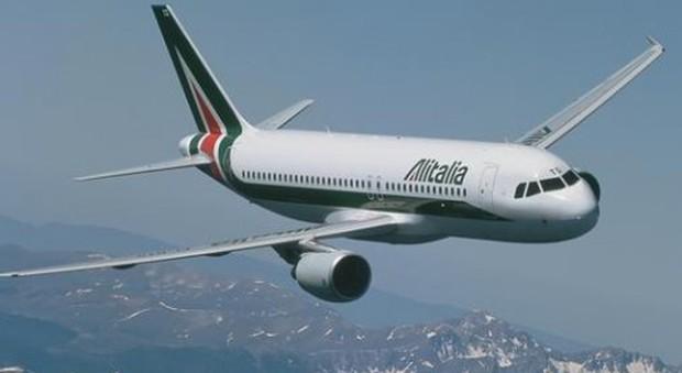 Alitalia, ipotesi aiuto di Stato, prestito ponte da 400 milioni nel mirino Ue