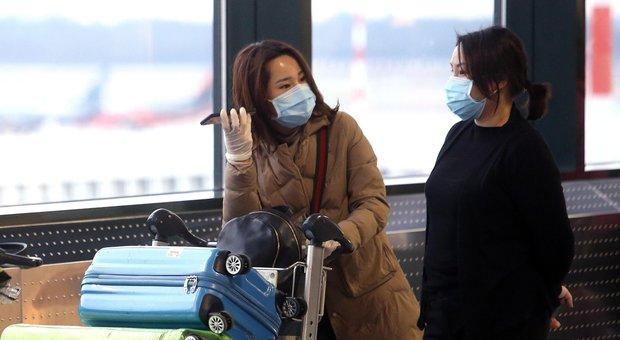 Coronavirus, Alitalia: niente volo per i passeggeri che all'imbarco non hanno la mascherina