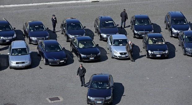 Il governo compra 8.280 auto blu, Di Maio: «Non ne so nulla». E ordina un'indagine