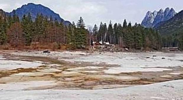 Esce di casa in pigiama la trovano morta nel greto del fiume for Piani di casa di roccia del fiume