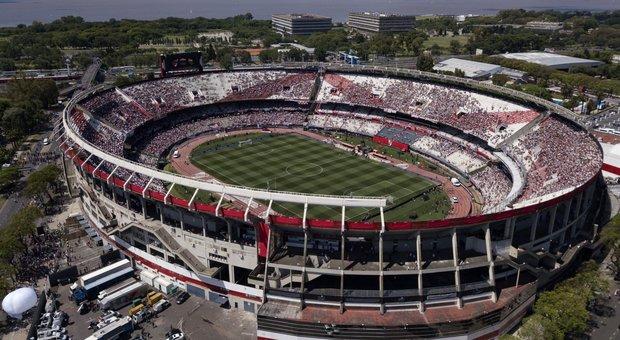 Libertadores, il presidente del River costretto a scappare dalla folla