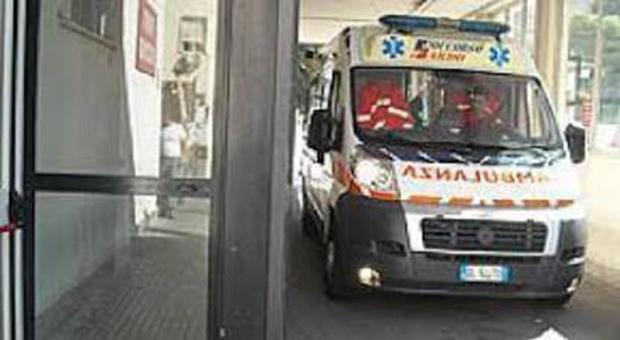 Operaio muore a 58 anni mentre pranza: soffocato da un conato di vomito