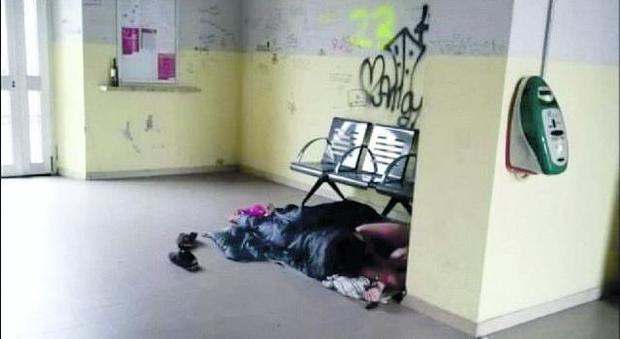Dormitorio in stazione: in tre accampati a Polpet