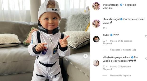 Chiara Ferragni, Leone star sul web con il vestito della Nasa: «Our little astronaut»