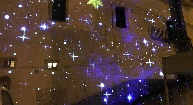 Il presepe di Giotto a Mompeo con le proiezioni luminose sulle mura del castello