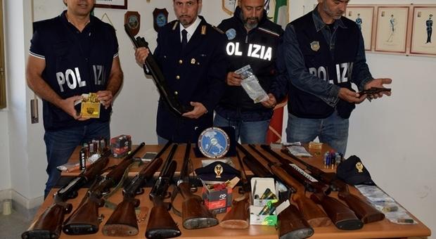 Le armi sequestrate durante l'ultima operazione contro il caporalato