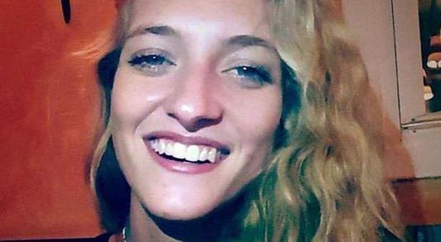 Bimba di 6 mesi muore mentre fa il bagnetto, la madre stava controllando Facebook