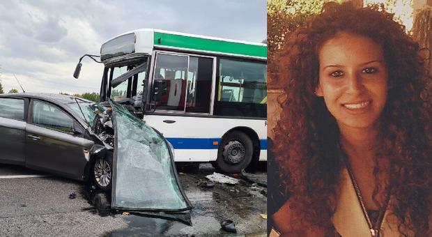Marano. Schianto frontale tra un'auto e un bus: muore una donna