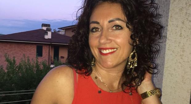 Simona Viceconte suicida come la sorella: trovata con foulard stretto al collo, pm indagano
