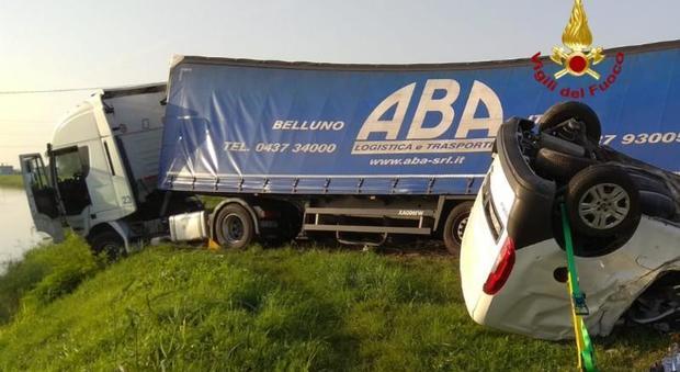 Schianto tra camion e furgoncino sulla Romea: morto un uomo