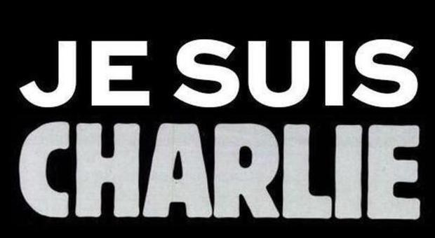 """Charlie Hebdo, l'immagine con la scritta """"Je suis Charlie"""" diventa virale su Twitter"""