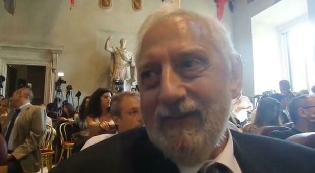 Il padre di Virginia Raggi chiama i carabinieri durante la riunione di condominio (a nervi tesi)
