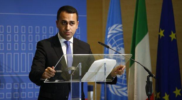 Di Maio: «Governo unito sugli stipendi dei Vigili del fuoco». Salvini: Conte tolga il disturbo