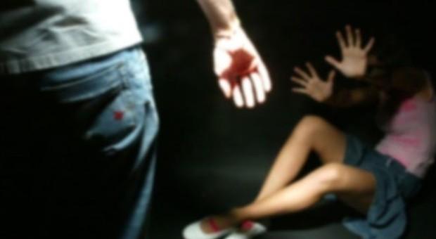 Bambina violentata dal branco di minorenni a Napoli, abusi ripresi in un video con i telefonini