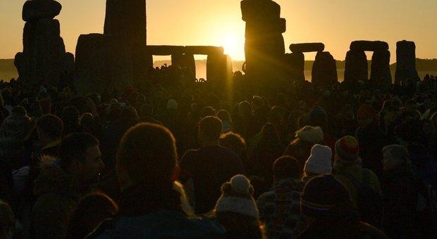 Solstizio d'estate, oggi il giorno più lungo dell'anno. Le foto da Stonehenge