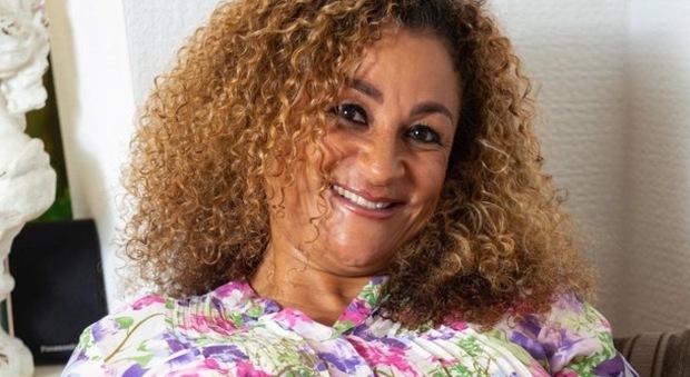 Nonna con 3 figli si sottopone a fecondazione: partorirà quattro gemelli