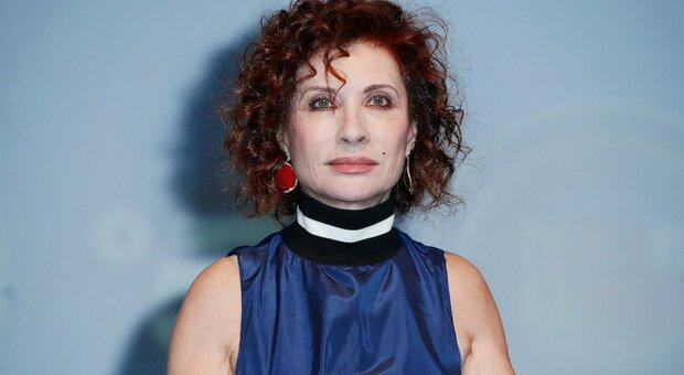 Alda D'Eusanio, il suo dramma a Domenica Live: «Mio marito non c'è più da vent'anni ma per me c'è. Lo sento vivo» Barbara D'Urso commossa