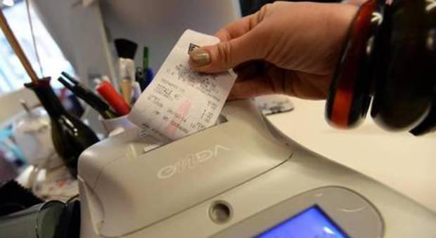 Arriva lo scontrino elettronico: la misura nella bozza del decreto fiscale collegato alla manovra