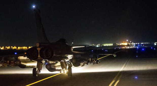 Jet francesi in partenza da una base in Medio Oriente per colpire le basi del Califfato