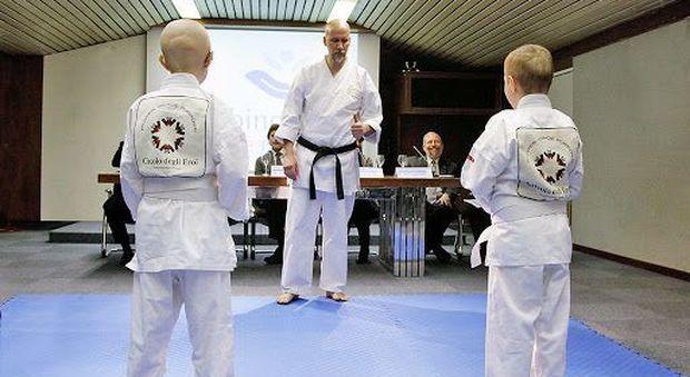 Tumore, Kick boxing per i bambini malati: corsi gratuiti negli ospedali per aiutarli a reagire