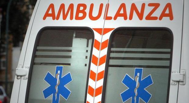 Fiumicino, muore un ragazzo: auto contro un palo