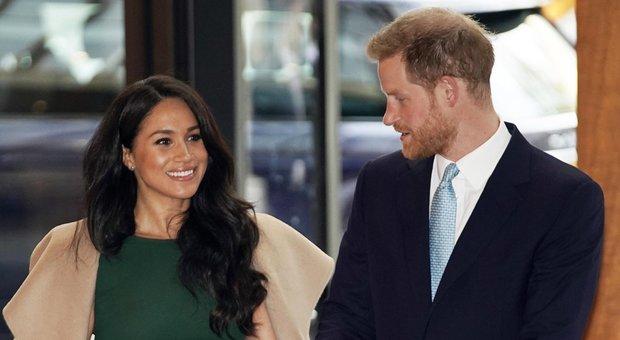 Harry e Meghan, la regina Elisabetta impone lo stop all'uso del marchio Sussex Royal