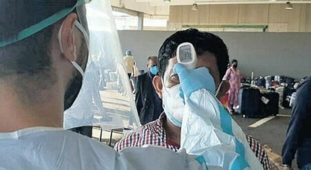 Virus, test rapidi negli aeroporti: ma il 40% dei positivi sfugge