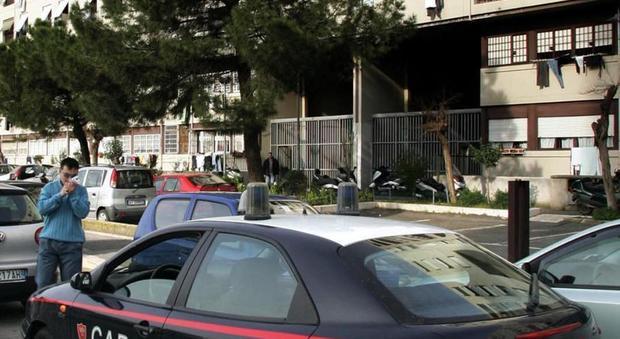 Controlli dei carabinieri a Tor Bella Monaca, in particolare a via dell'Archeologia