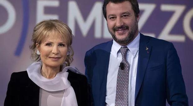 Sfida Gruber-Salvini in tv: «Al mare con la pancetta da ministro, poco stile...». E lui: «Omo de panza, omo de sostanza»