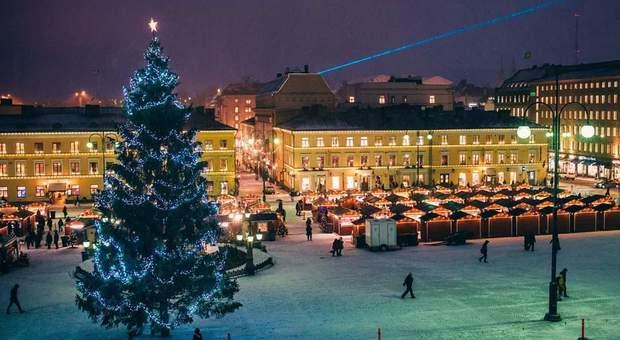 La piazza centrale di Helsinki con il Christmas Market