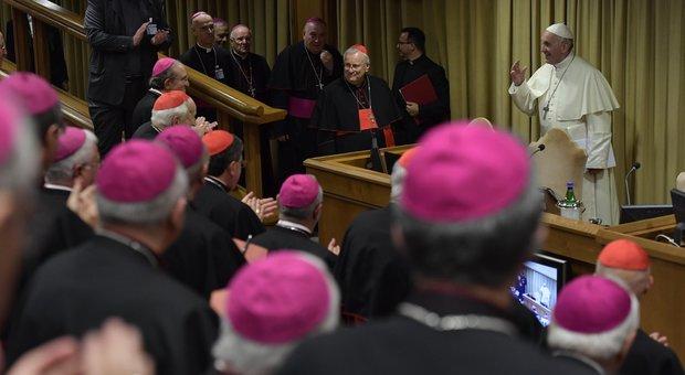 L'allarme del Papa ai vescovi italiani «Troppi gay nei seminari, vigilate»