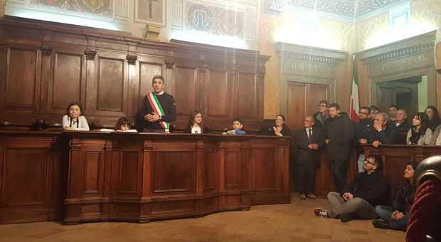 Il sindaco Cretaro dopo la sua elezione