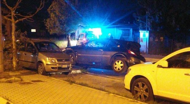 Finito il lockdown esce e distrugge due auto: guidava ubriaco con valori di alcol 4 volte superiore al limite (Foto Max Schiazza)