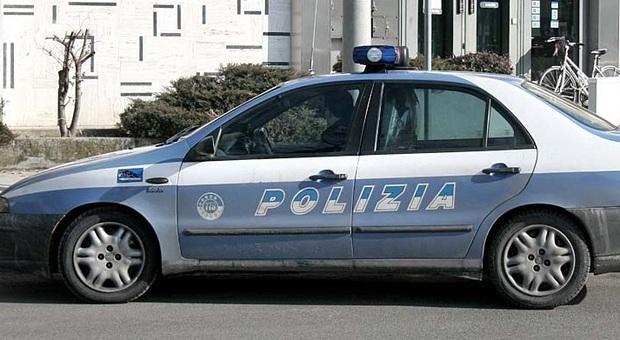 Vicenza. Folle corsa in auto nella zona Mercato Nuovo: 20enne bloccato dai passanti