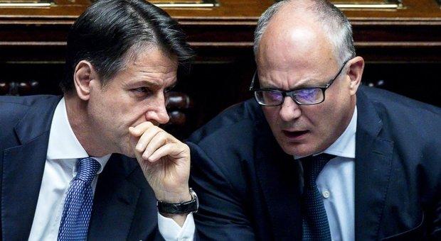 Giuseppe Conte insieme al ministro dell'Economia, Roberto Gualtieri