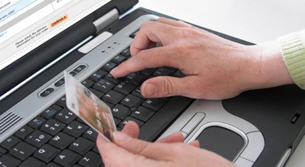 Virus camuffato da mail dell'Agenzia delle Entrate: se aperto ruba i dati personali dal dispositivo