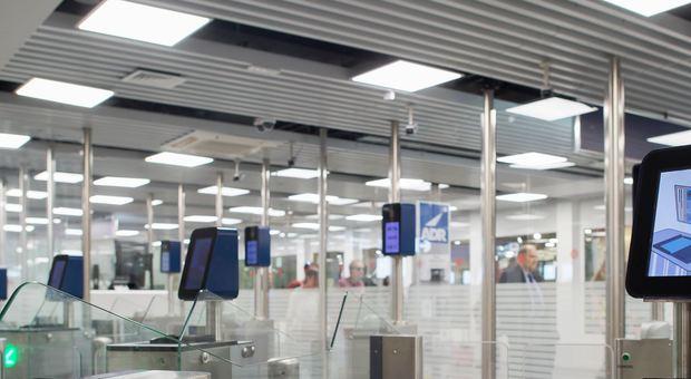 Aeroporto, Al Leonardo Da Vinci con gli E-Gates tempi rapidi per il controllo dei passaporti