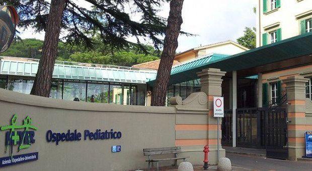 Meningite, morta ragazzina tedesca in vacanza con i genitori a Livorno: non era vaccinata