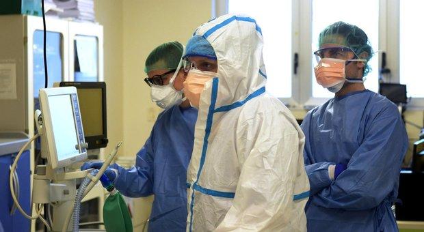 Ospedali, 135 positivi al Coronavirus: 65 infermieri e 25 camici bianchi