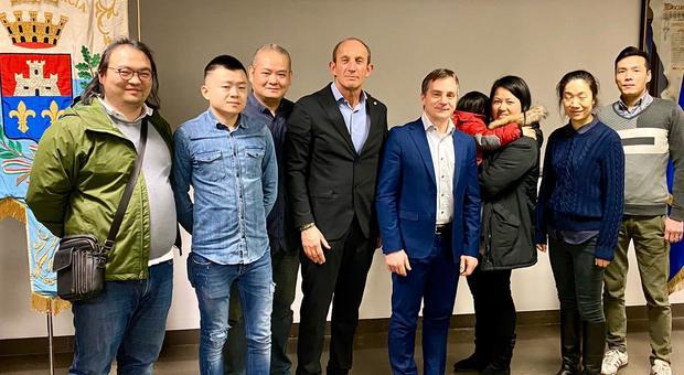 Il sindaco di Porcia Marco Sartini ha ricevuto gli imprenditori cinesi del territorio