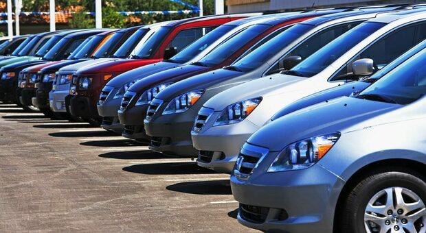 Auto in stock in attesa di essere vendute