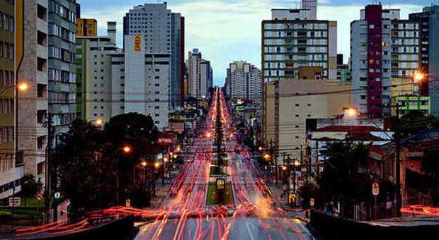 Una via del centro di Curitiba
