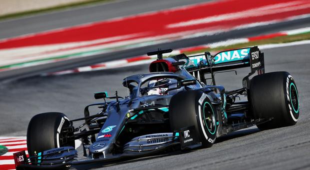 Hamilton ha girato nel pomeriggio ed ha subito colto il primo tempo